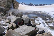 Привал с чаем у ледникового озера