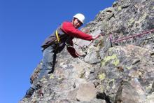 Привязался к скале (есть и лишние узлы! а что!)