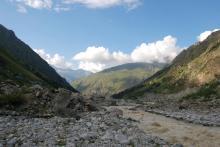 Коричневая река-слезы Шхельдинского ледника