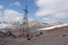 Вышка поднялась над горами Кавказа